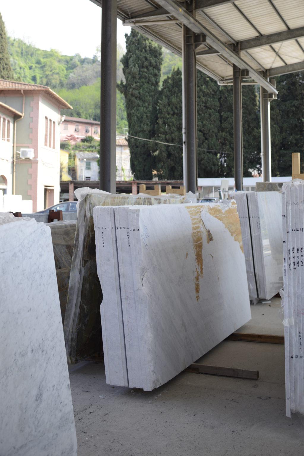 Carrara_Marmor_Platten_unbearbeitet