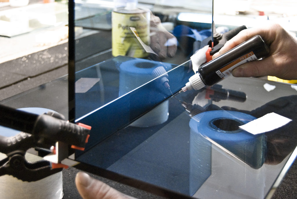 Adhesion of glass slabs